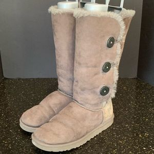 UGG Bailey Triplet Shearling Boot in Grey.  Size 9